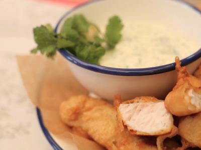Receta pescado frito con salsa de yogurt