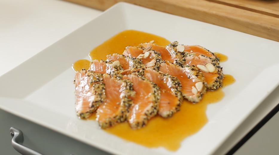 Tiradito de salmón crocante y papaya