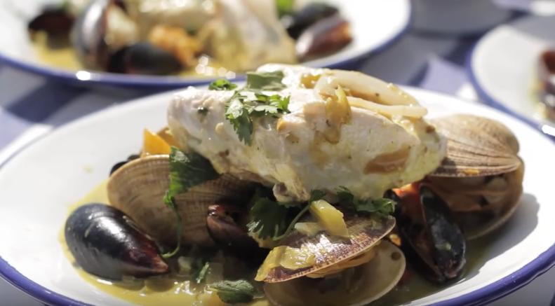 Disco de sierra con mariscos y curry casero