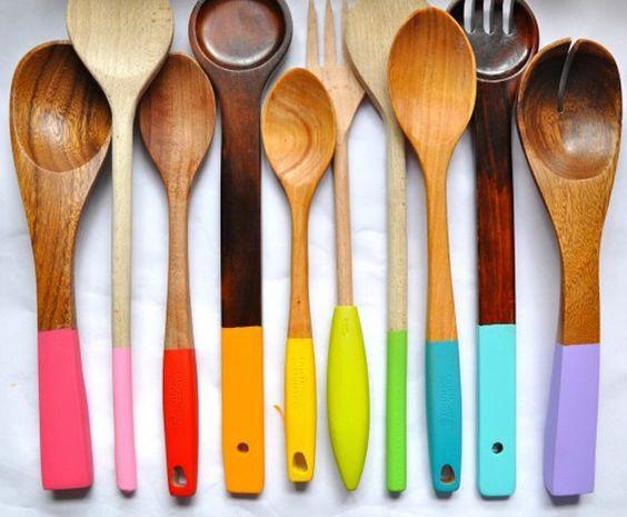 Cucharas de palo de colores