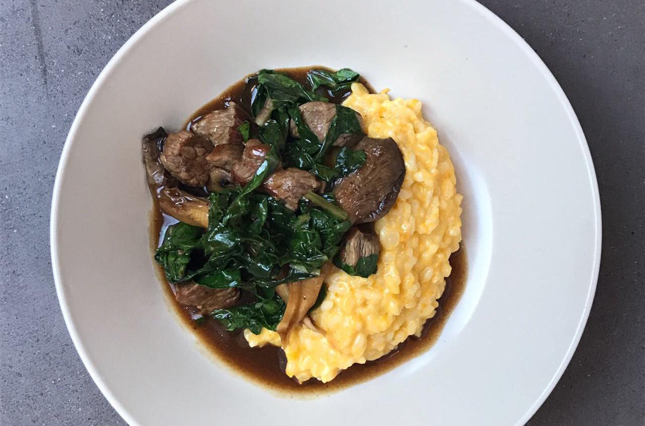 Salteado de carne oriental con champiñones y arroz