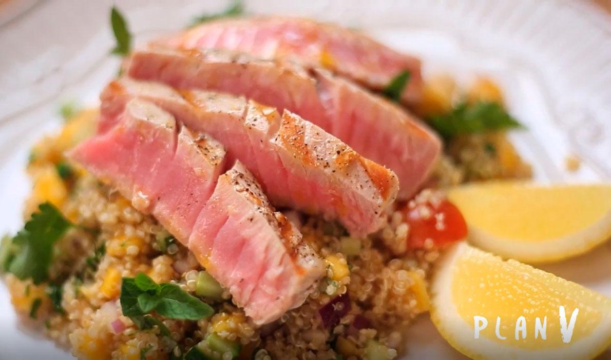 Atún sellado con tabulé de quinoa