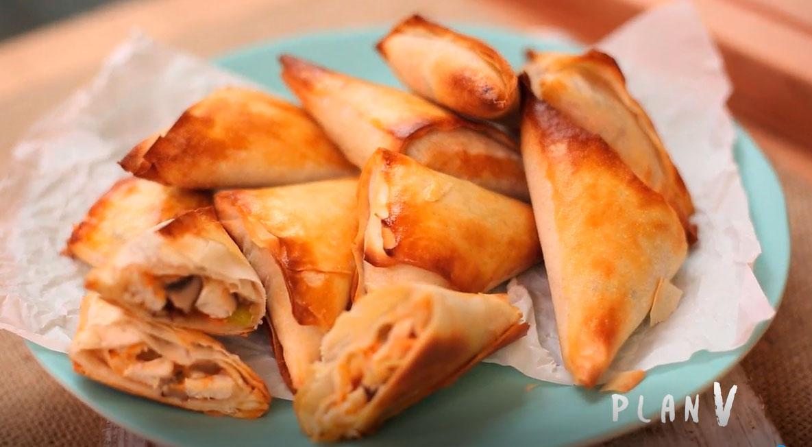 Mini empanadas de pollo asado y champiñones