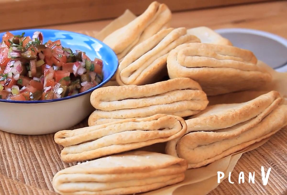 Dobladitas con pebre de cochayuyo