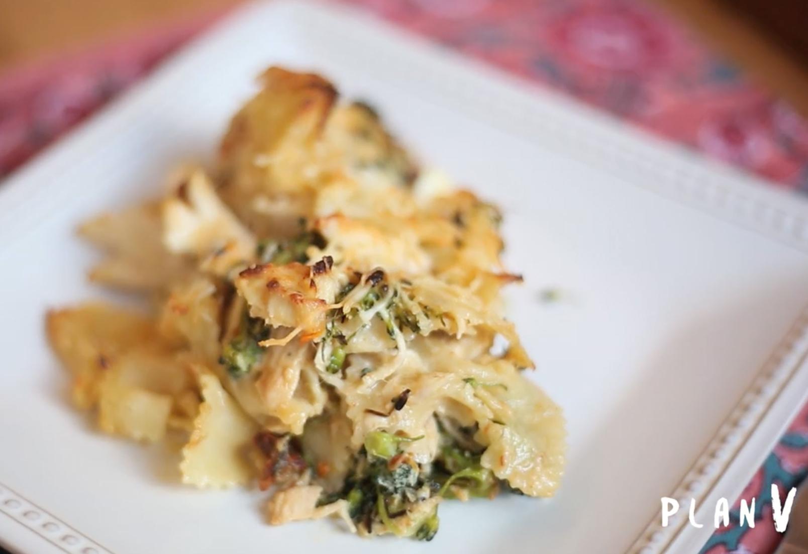 Corbatitas al horno con pollo y brócoli