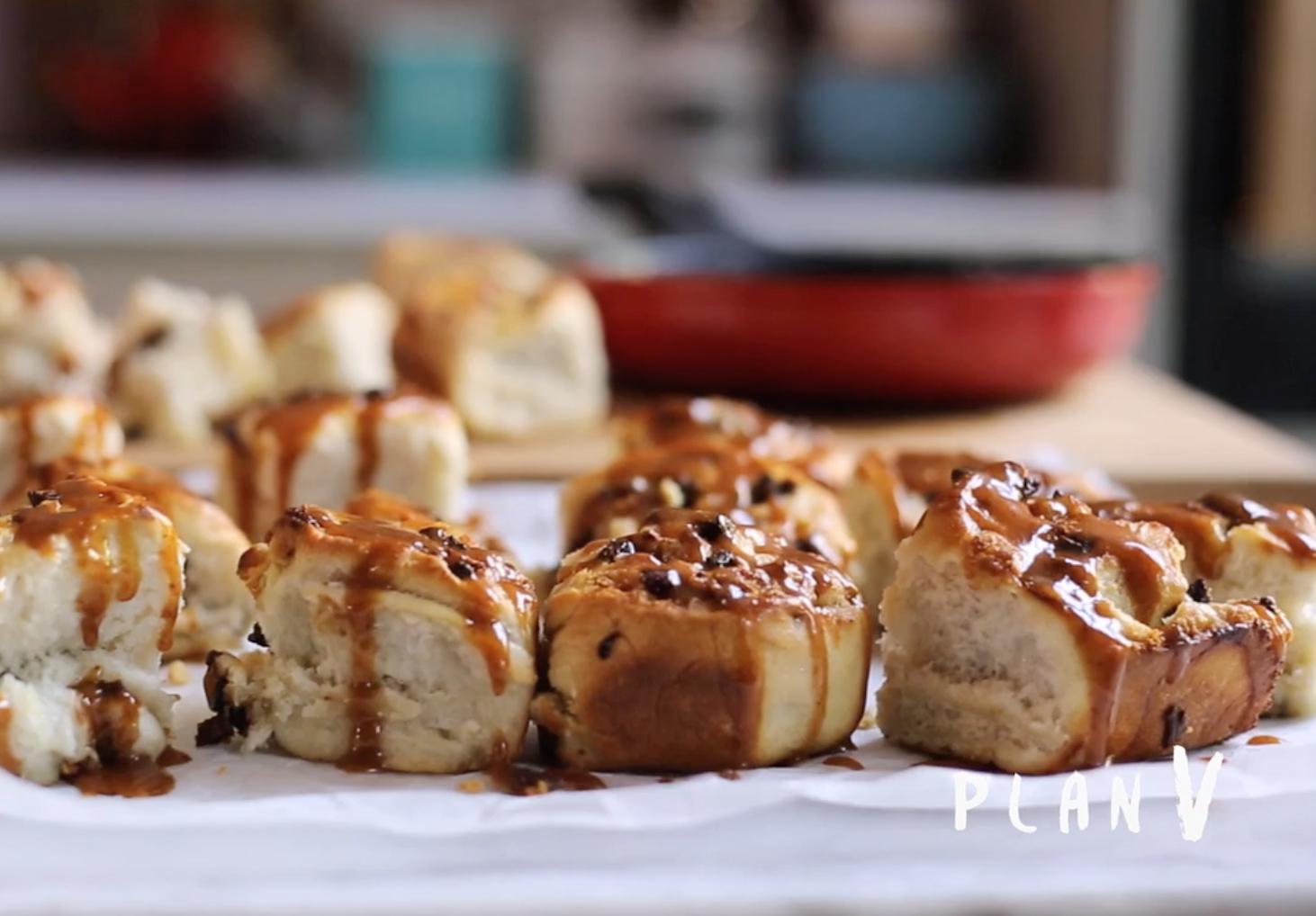 Pan dulce con higos secos y chocolate blanco