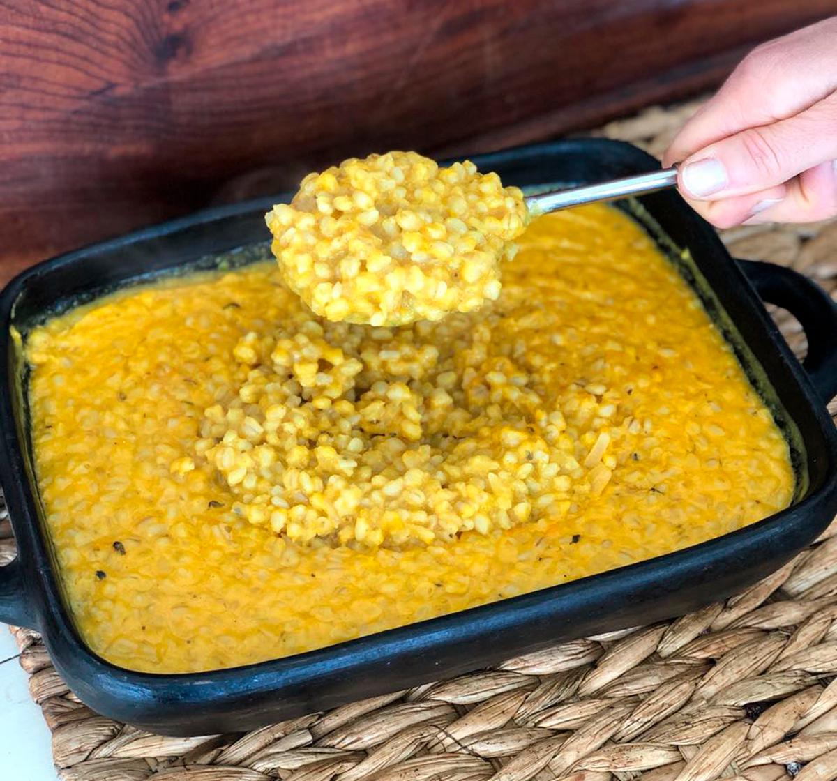 Risotto de mote con zapallo, curry y leche de coco
