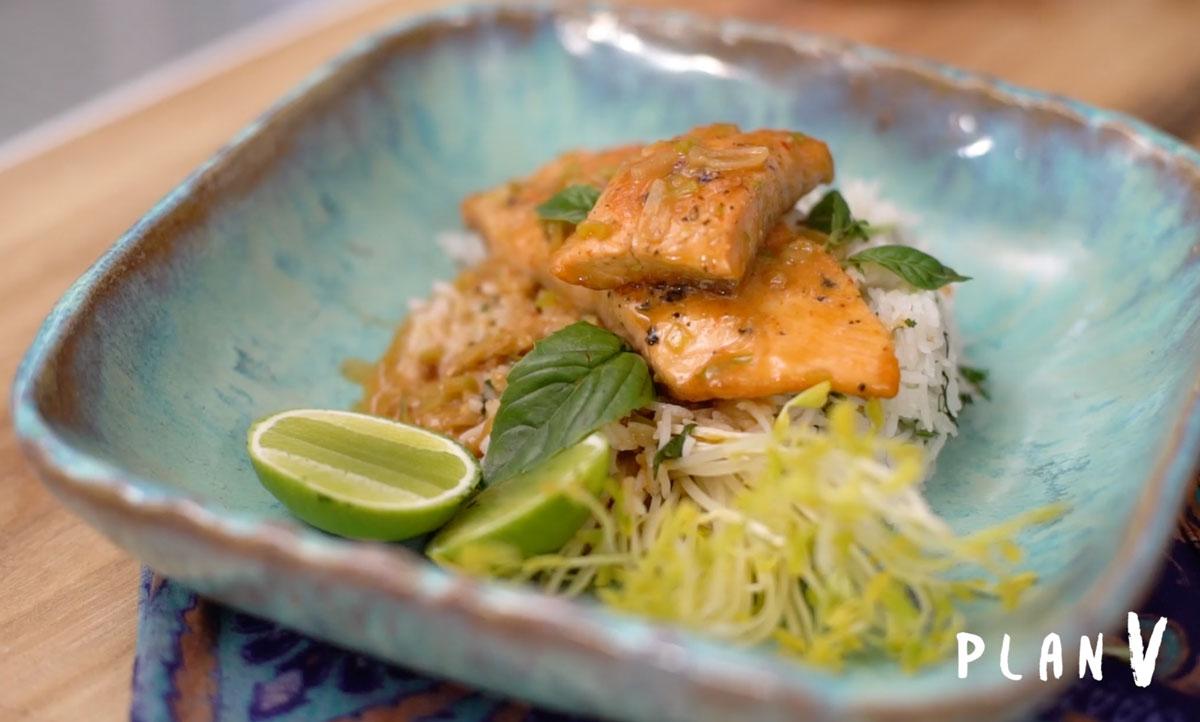 Salmón pochado con arroz basmati crocante