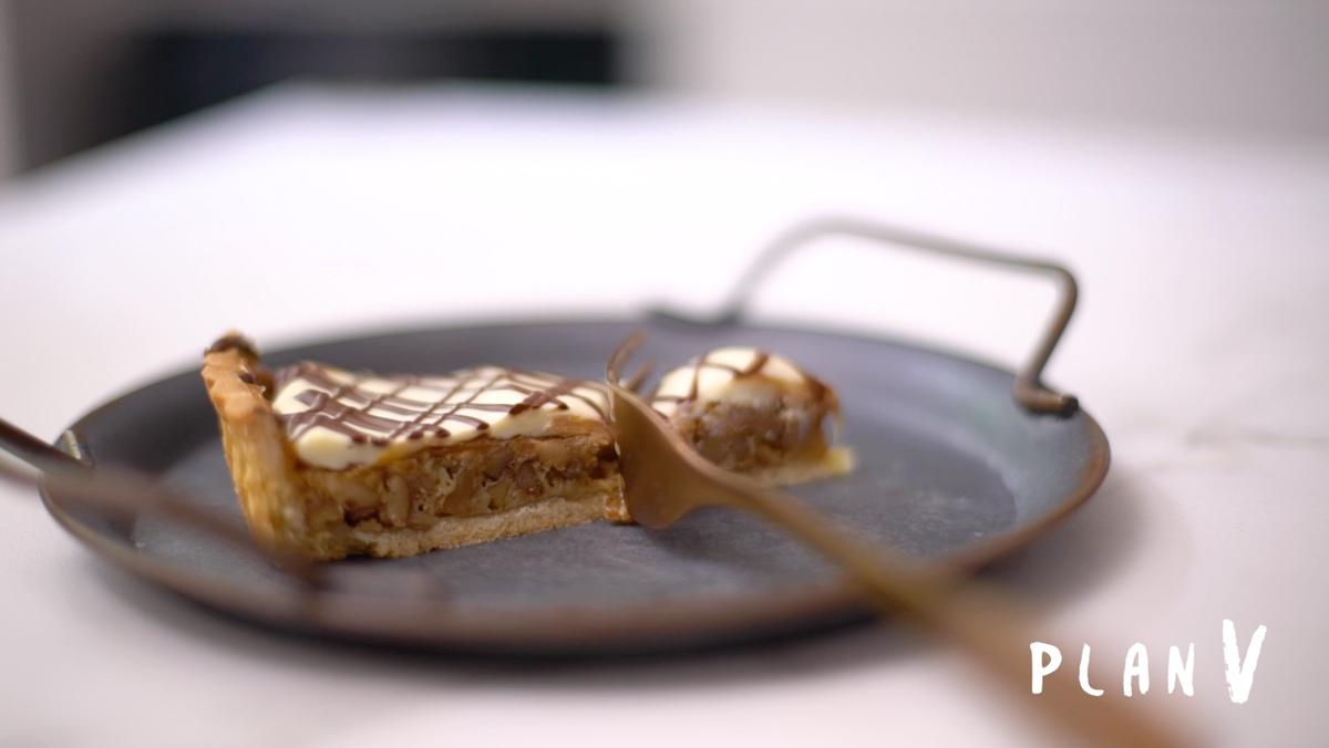 Kuchen de nuez, manjar y chocolate blanco